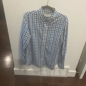 Size medium shirt by Old Navy - The Classic Shirt - regular fit - 100% cotton